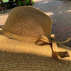Calypso St. Barth Accessories - Chic Calypso st Barth sun hat 👒covers whole face!